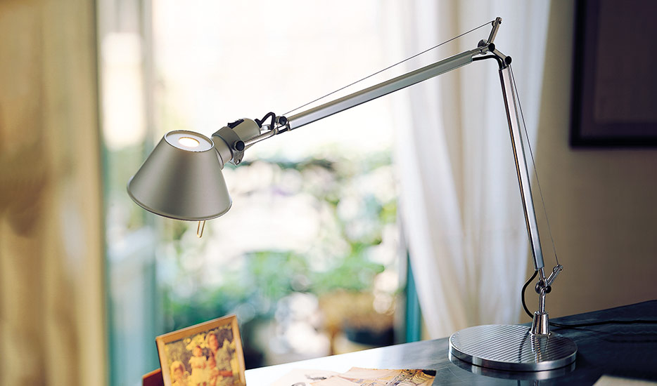 Clásica lámpara de mesa LED Tolomeo Table